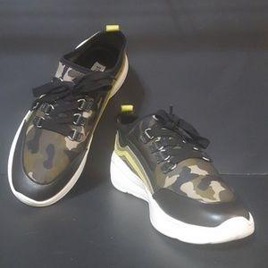 STEVE MADDEN 6.5 Camo Sneakers
